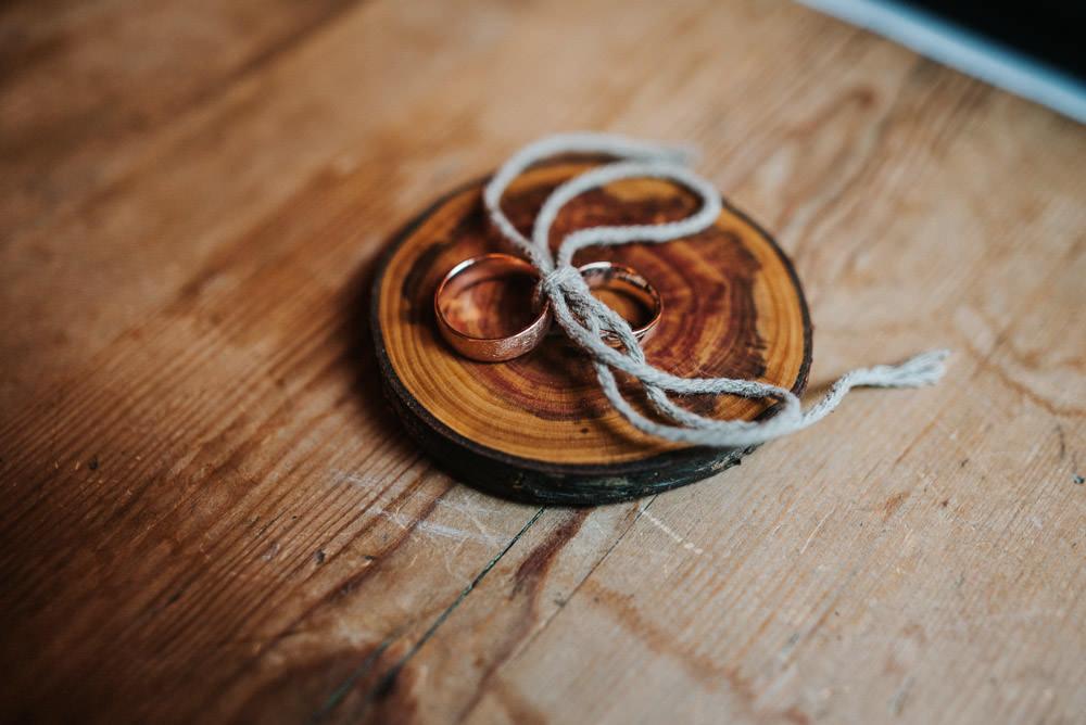 ringe auf Holzscheibe