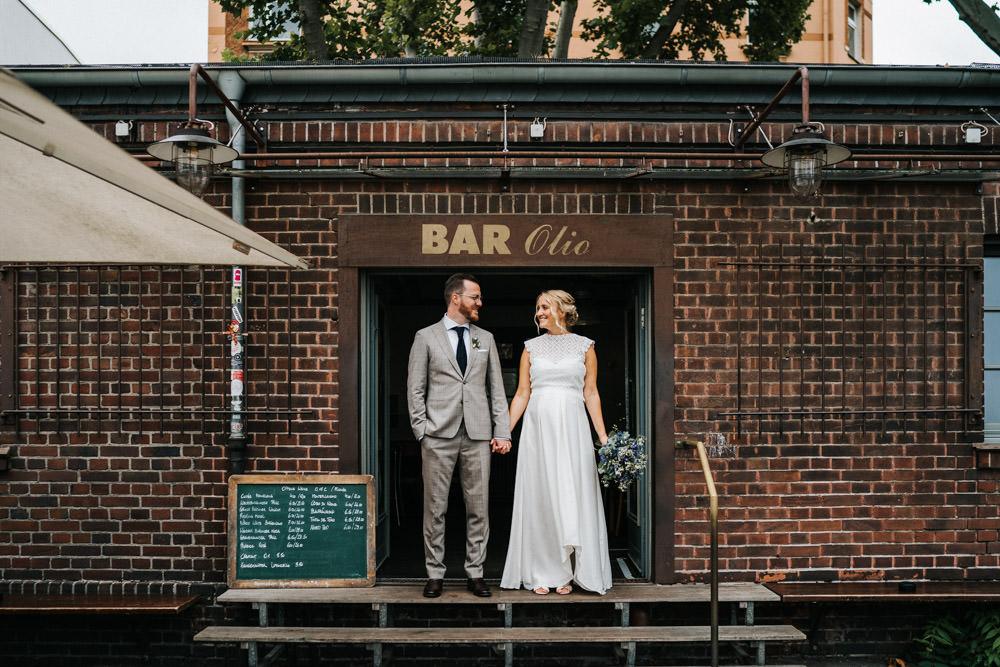 Hochzeit Düsseldorf Brautpaar Bar Olio