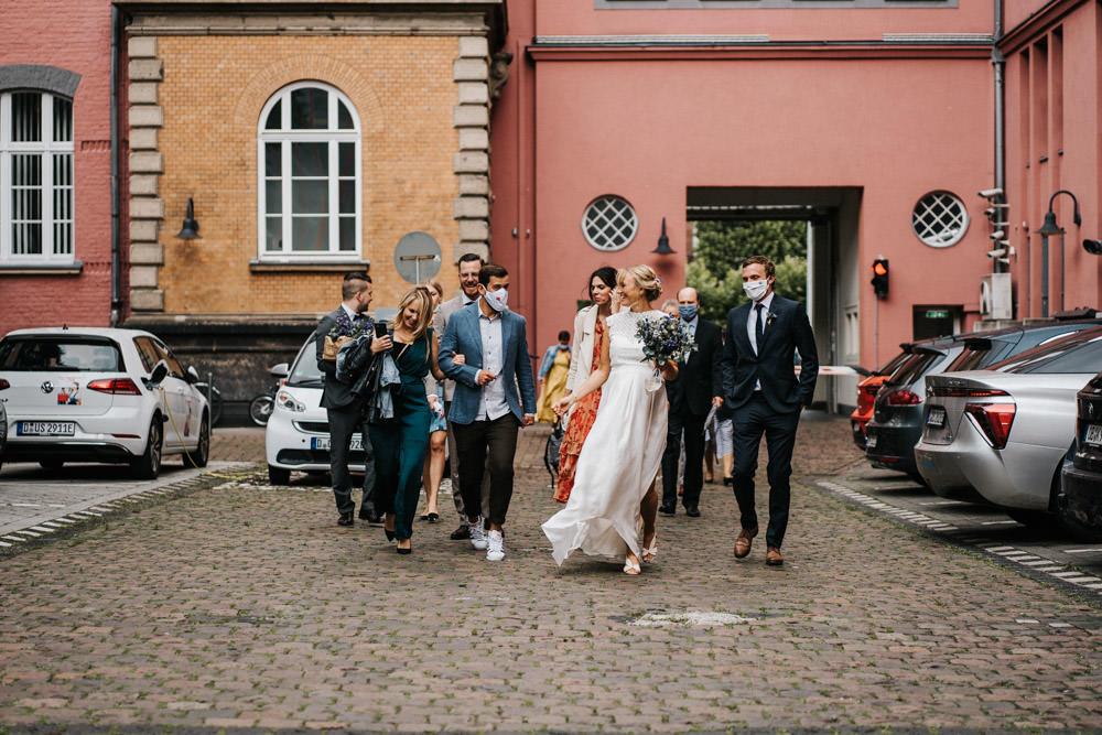 Hochzeit Düsseldorf Altstadt Brautpaar Corona