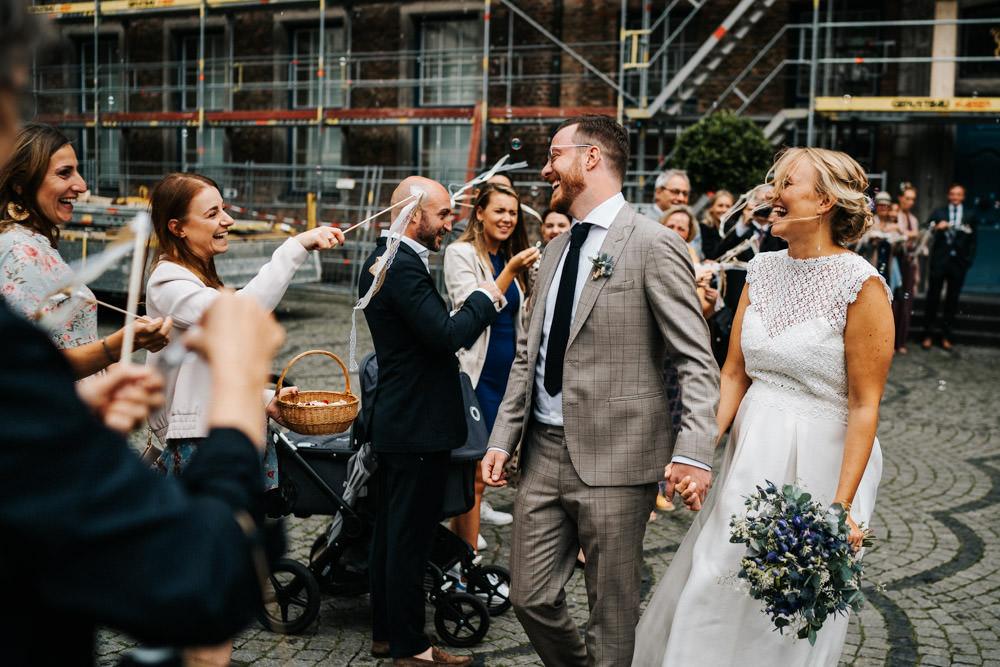 Standesamt Hochzeit Überraschung Spalier statt Ballons
